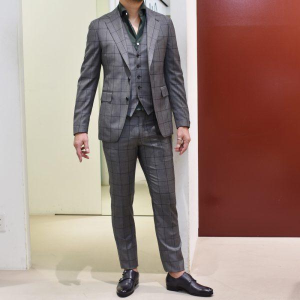 ズバリ!艶スーツ、増やしました。<BR>TAGLIATORE(タリアトーレ) スーツ・共布ジレ2型